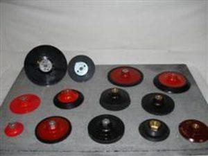 Supports pour abrasifs velcros et fibres